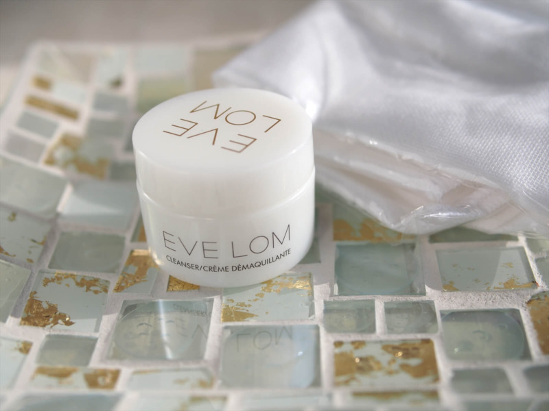 Eve Lom Cleanser (8ml) and Cloth