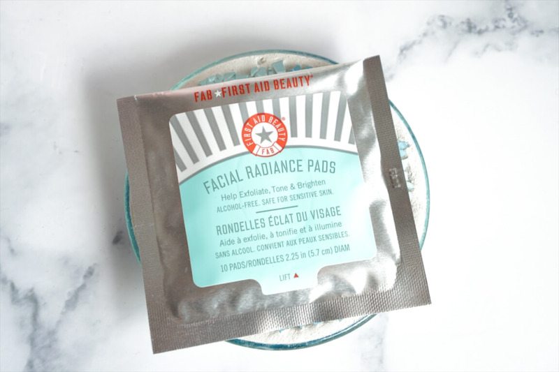 FIRST AID BEAUTY Facial Radiance Pads 10PADS